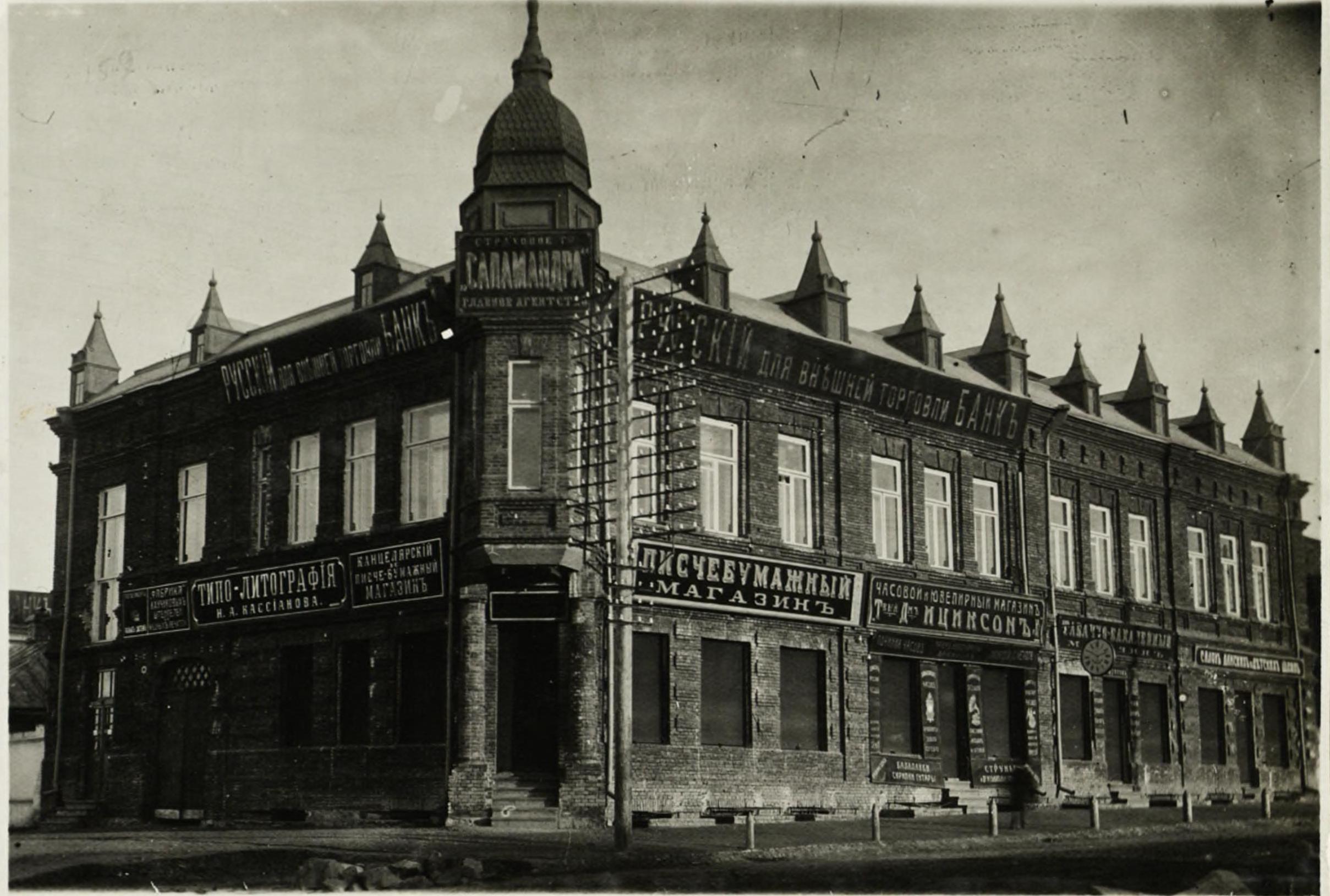 Дом на углу  Гудимовской улицы и Николаевского проспекта до перестройки в 1916