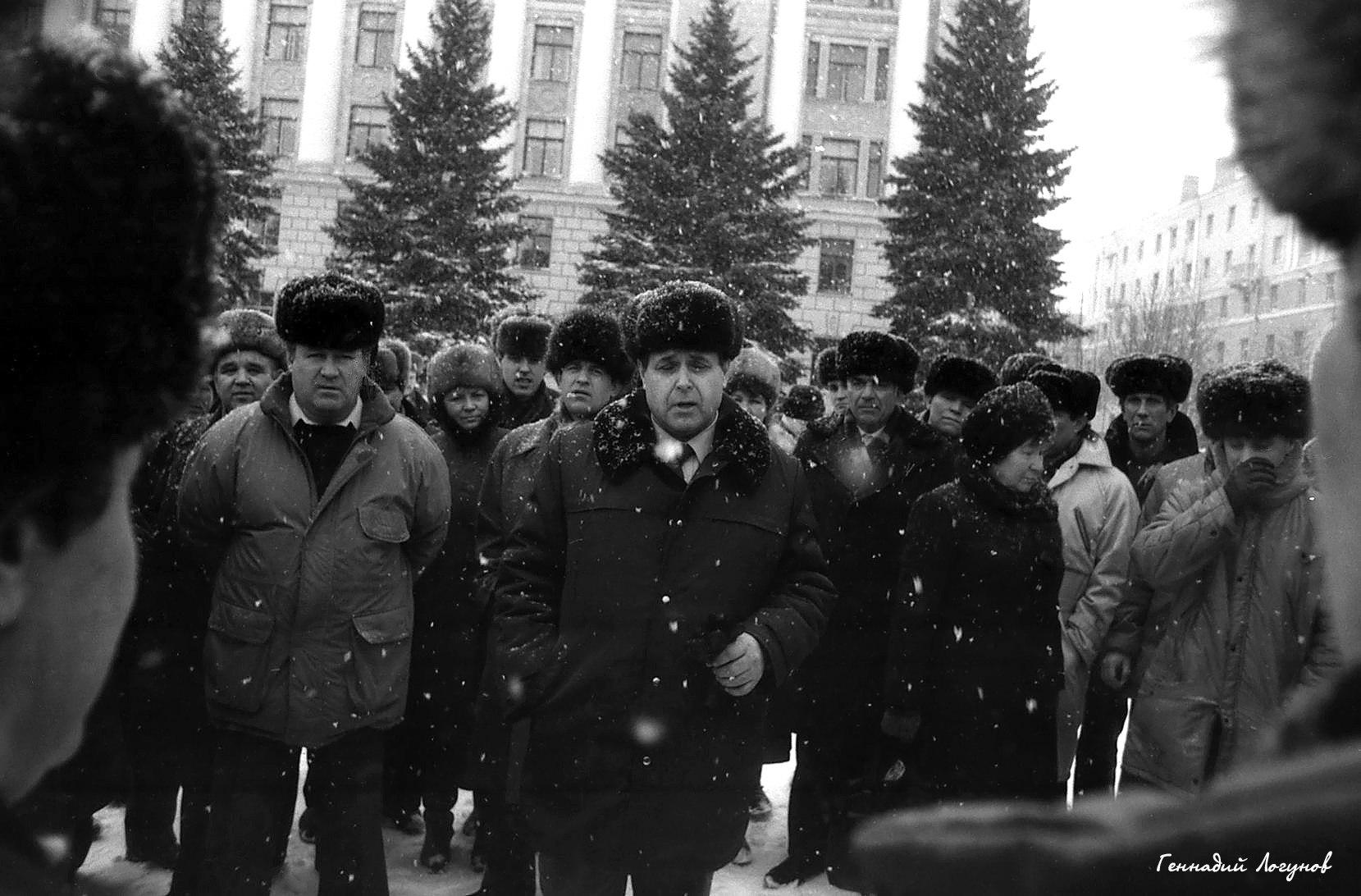 Пл. Ленина. Разные слои населения по разным причинам встретились на центральной площади