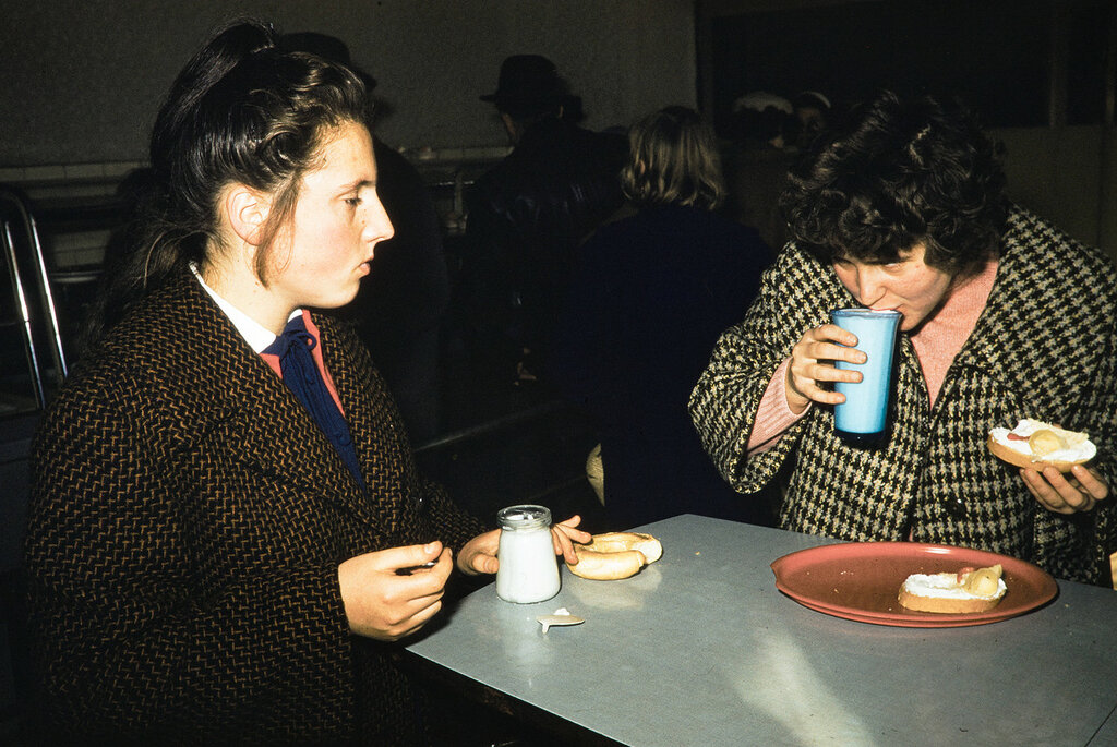 Russia, women eating snack at café in Irkutsk