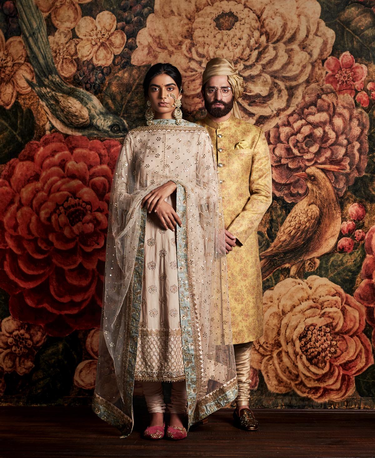 Indian Traditionnal Fashion by Tarun Khiwal