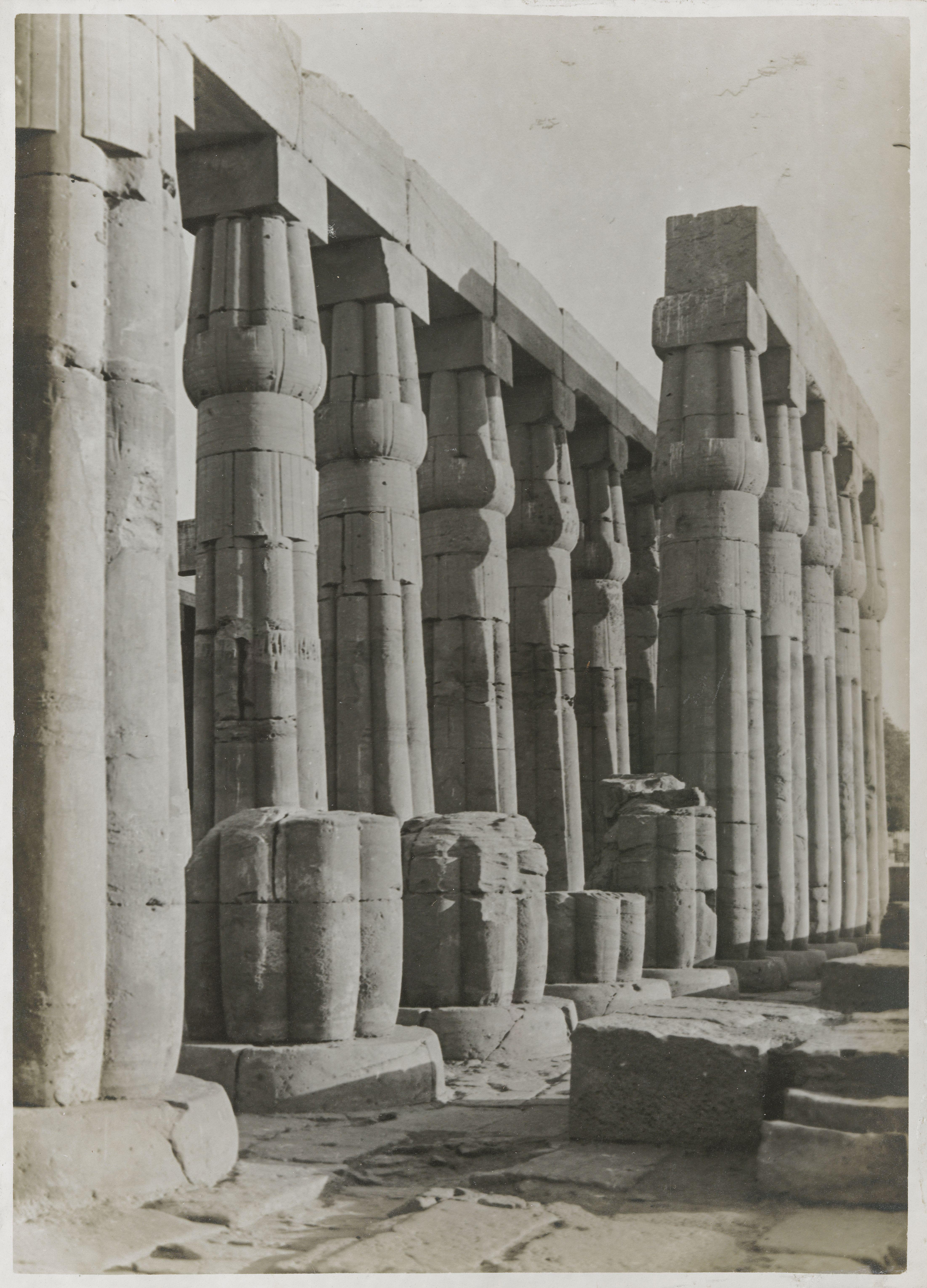 Луксор. Двойная колоннада во втором дворе