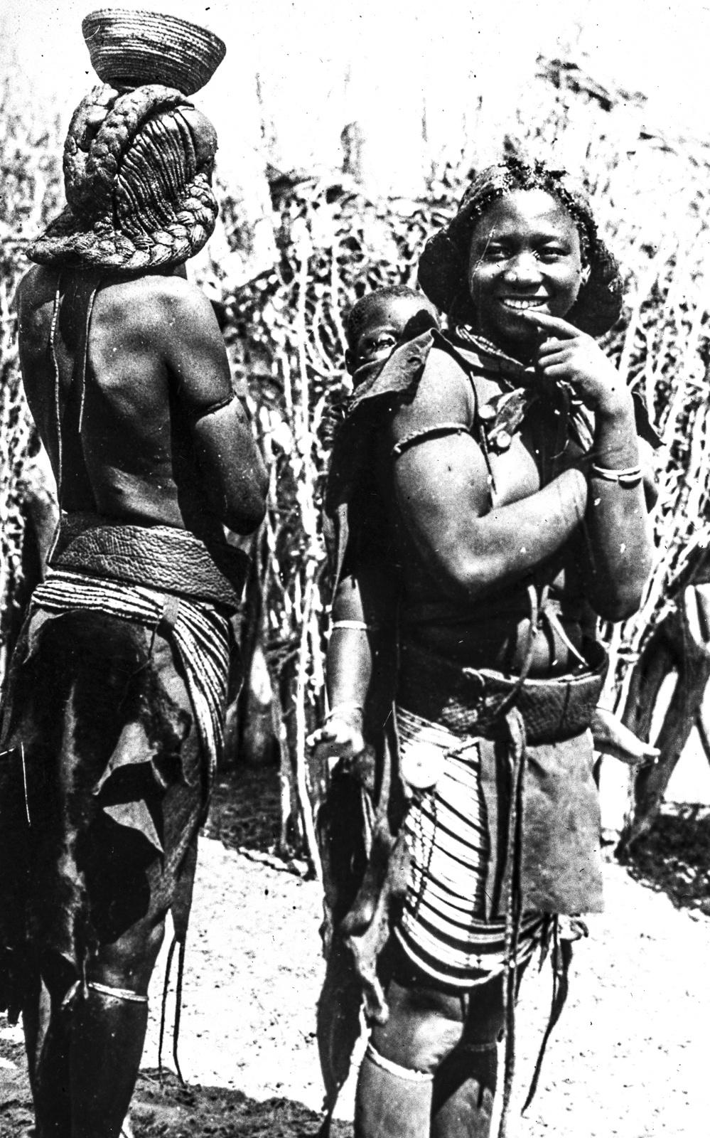 188. Аборигены из Восточной Африки в традиционной одежде