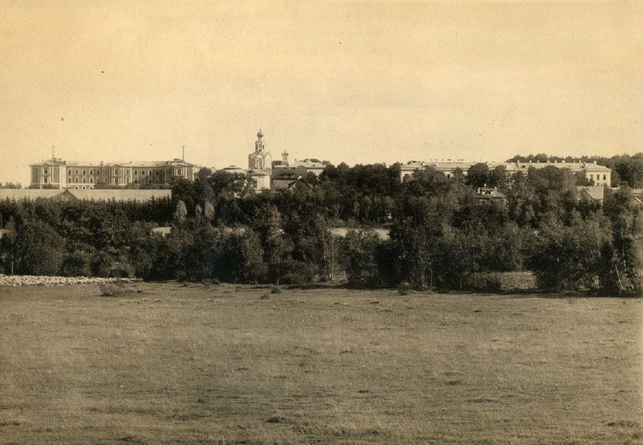 Панорама с востока на Петровскую академию от Фермской и Продольной аллей у зоостанции, Фермы у среднего фермерского пруда