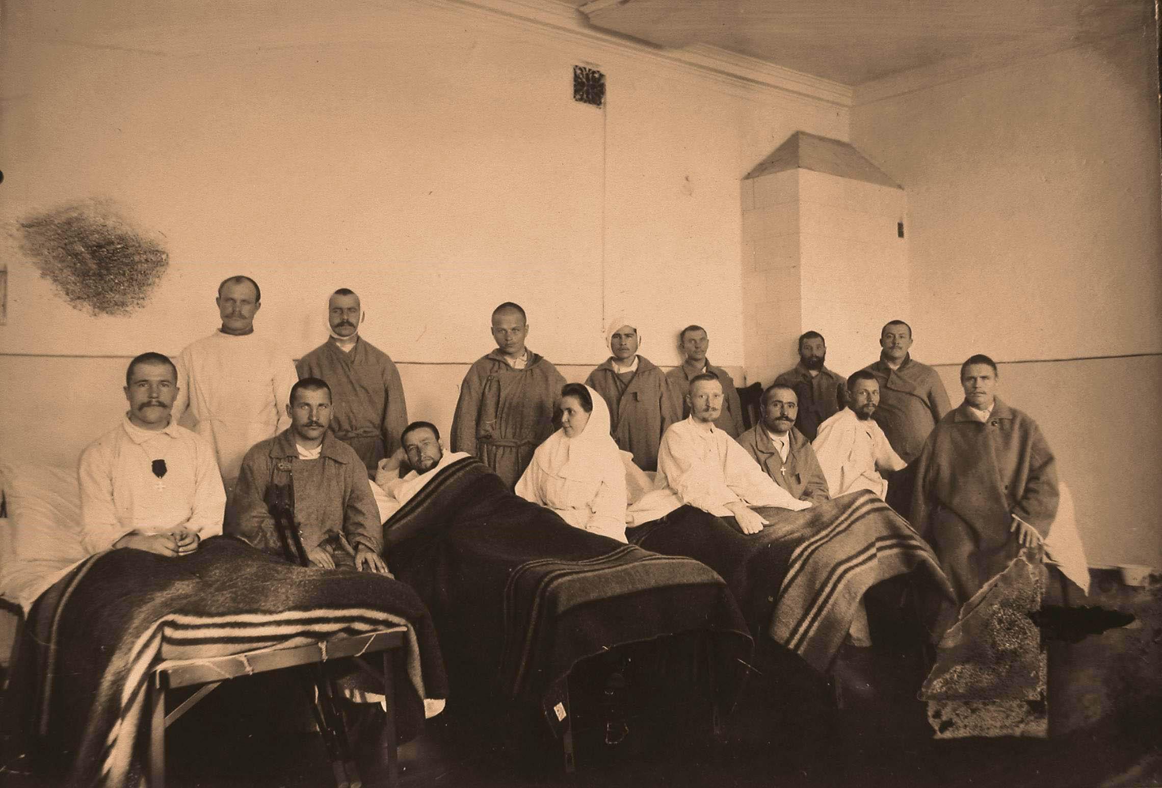 25. Группа раненых и сестра милосердия в палате №11