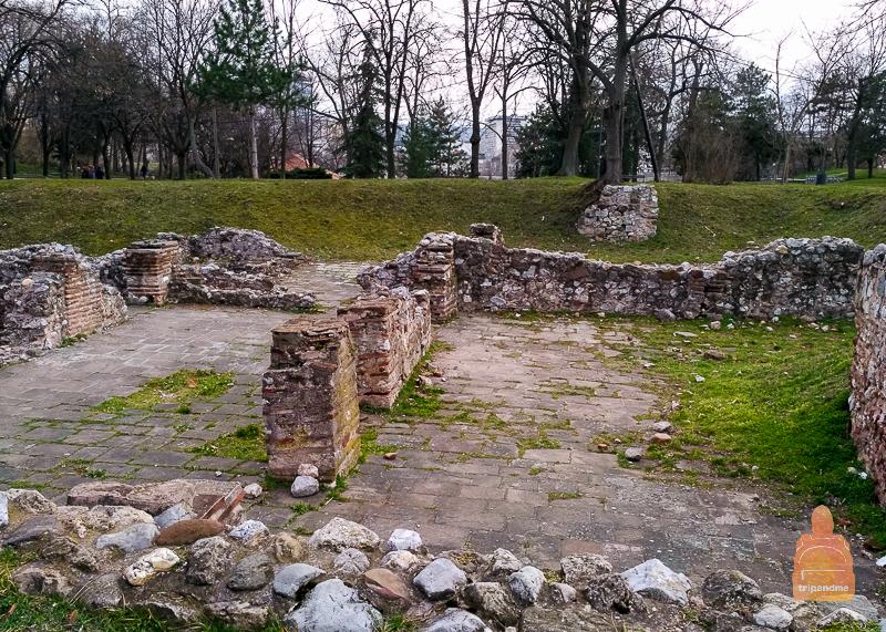 Руины построек на территории Нишской крепости
