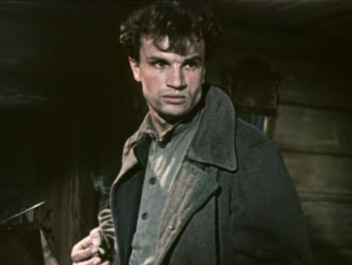 В 1965 г. на съемках фильма «Директор» произошел несчастный случай, забравший жизнь 33-летнего актер