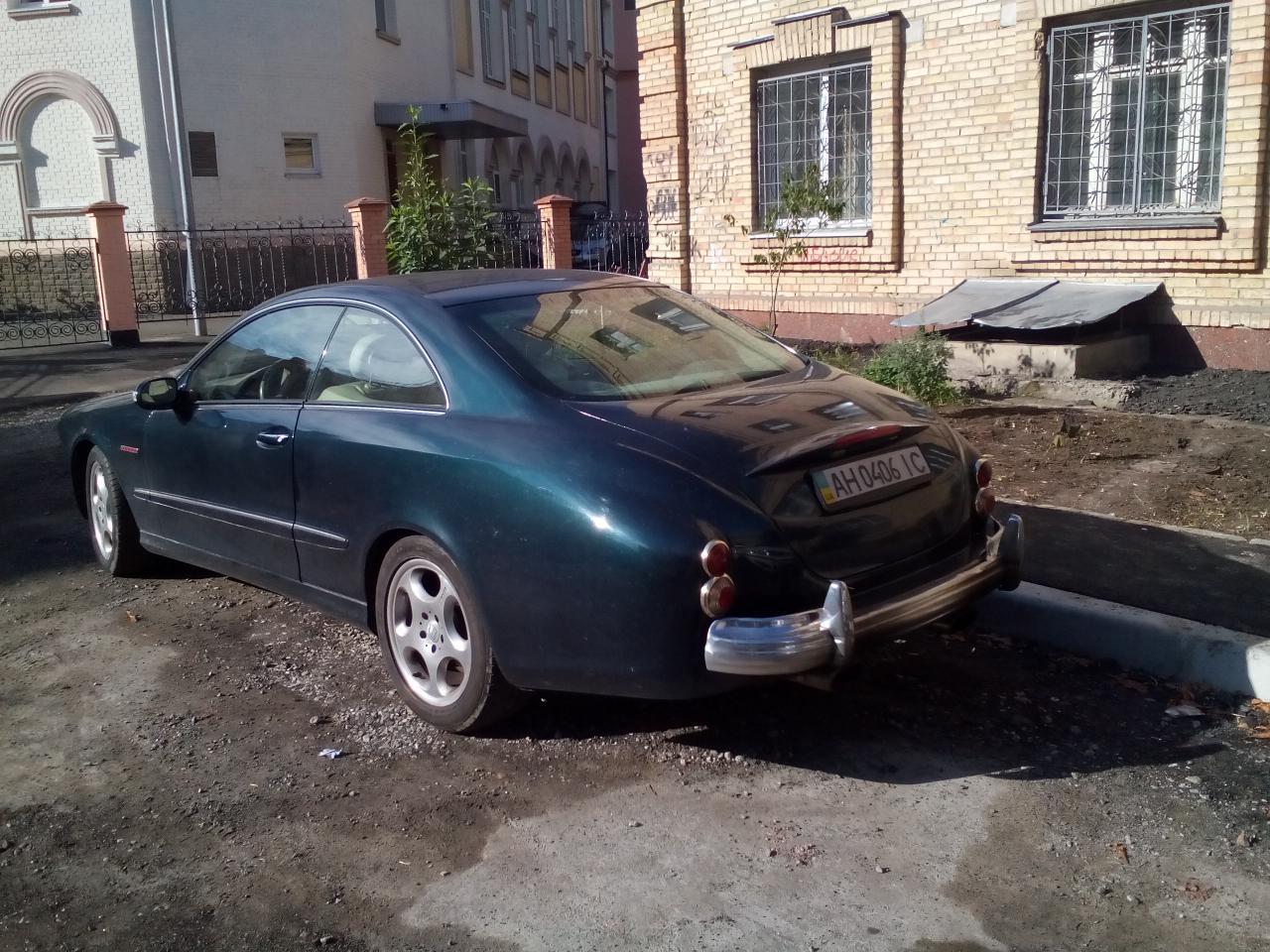 По Украине передвигается интересный хот-род на базе Mercedes