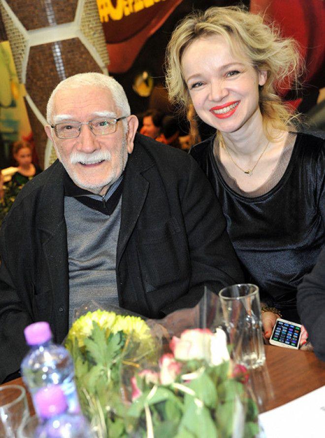 Расставанию супругов предшествовали долгие и громкие выяснения отношений. 82-летний актер обвинил 38