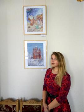 C:\Users\Любовь\Desktop\Фото. Награждение. Красота Божьего мира\Брагина Елизавета на фоне своего рисунка (фото) Пророк Моисей.jpg