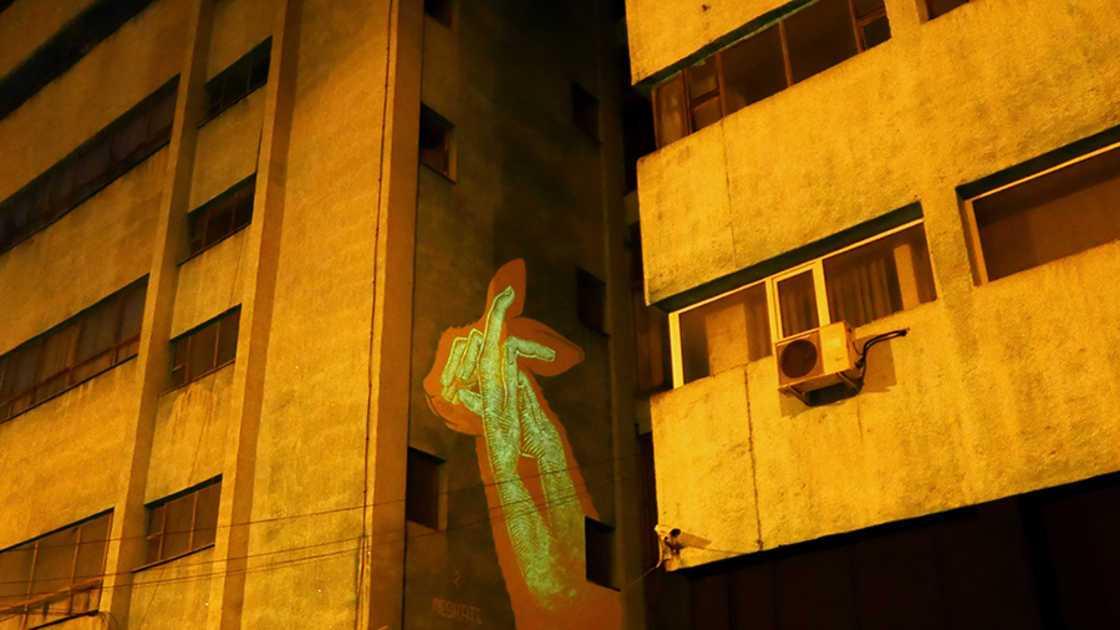 Murais fluorescentes que aparecem no escuro