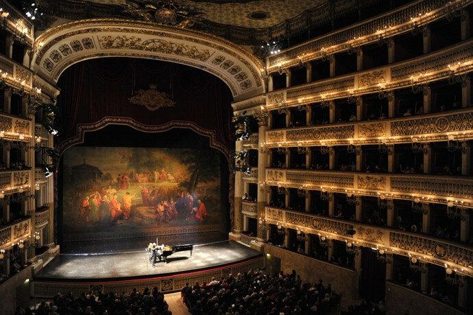 neapol-napoli-ru-teatro-san-carlo-opera.jpg