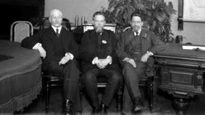 Участники Государственного совещания П. Н. Милюков, Н. М. Кишкин и А. И. Шингарев. Москва, 12 (25) — 15 (28) августа 1917