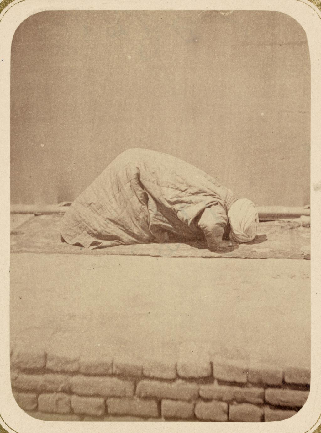Обряды, совершаемые мусульманами при молитве. Земные поклоны (Суджуд)