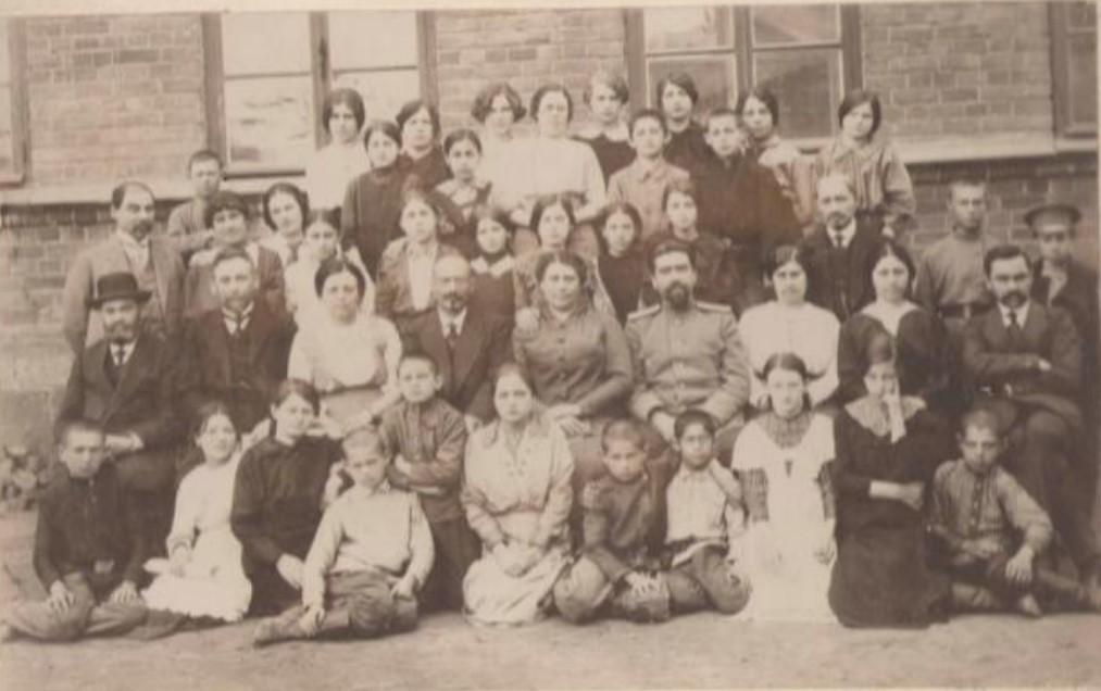 Учащиеся и преподаватели иркутского еврейского училища