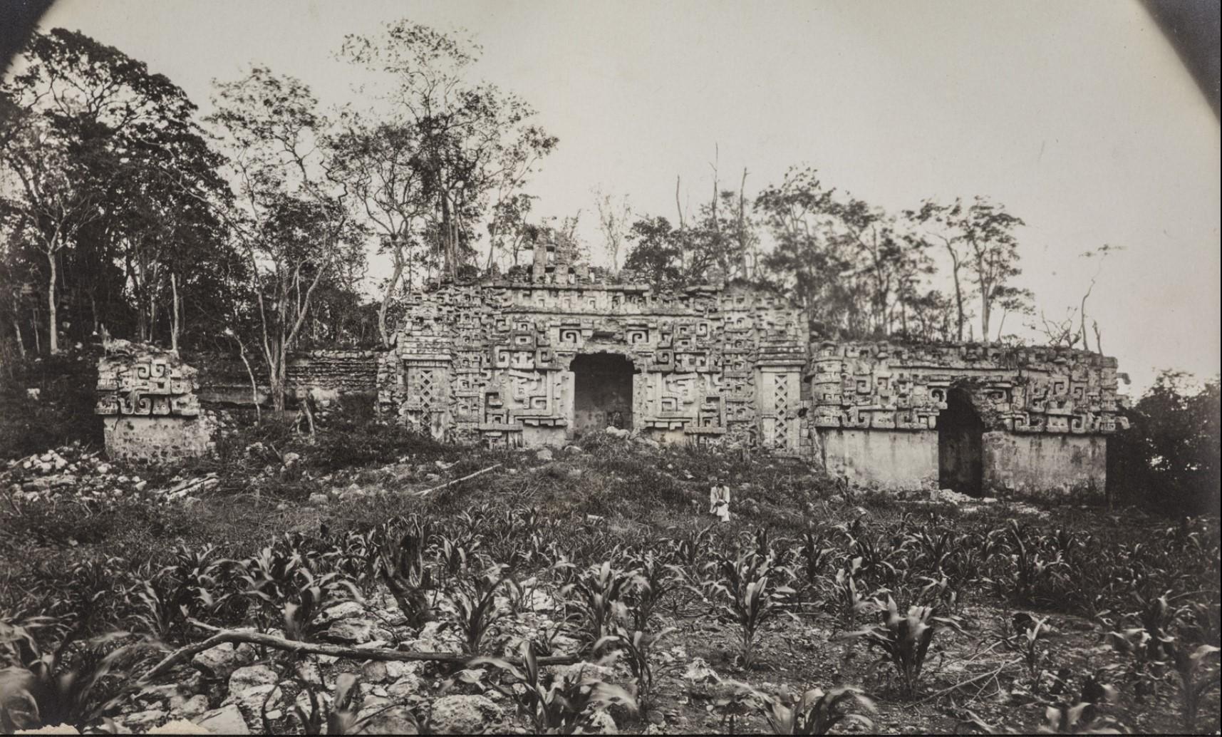 09. Здание II (главное здание) в руинах майя Хохоб