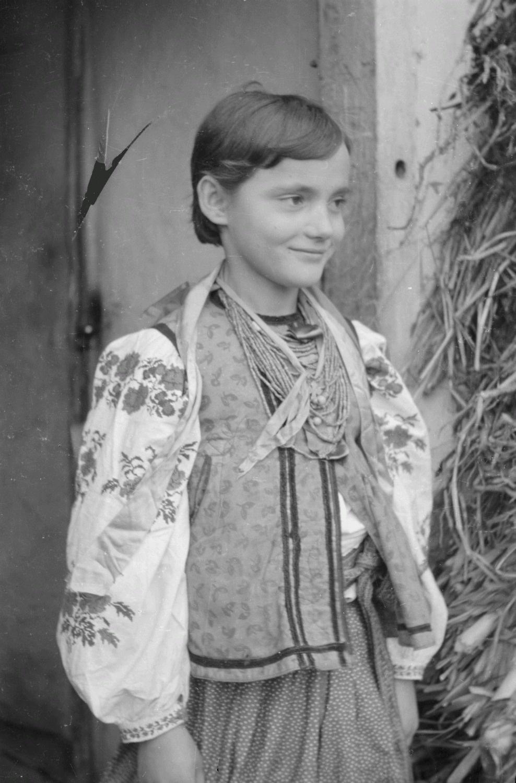 Девочка в народной одежде