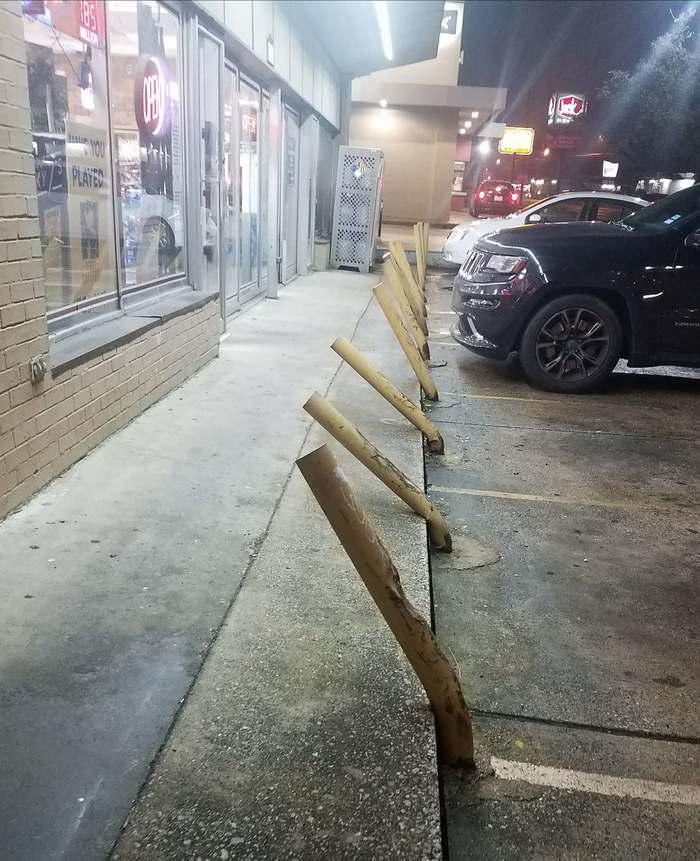 Парковка возле алкогольного магазина