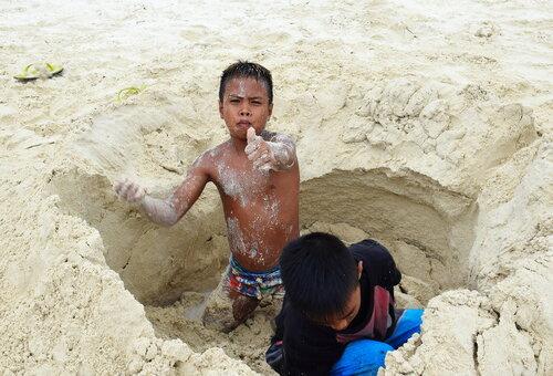 Строят замки из песка... Филиппины