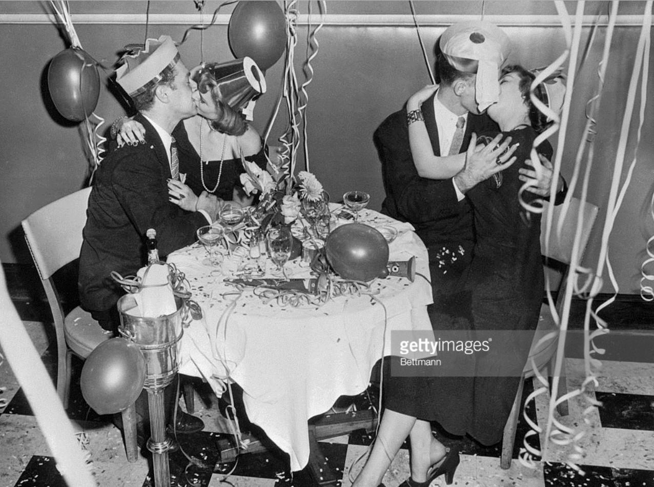 1948. Энтони Парелла, Ютта Уолд, Леон Бронский и Джойс Рэндольф прощаются со старым годом