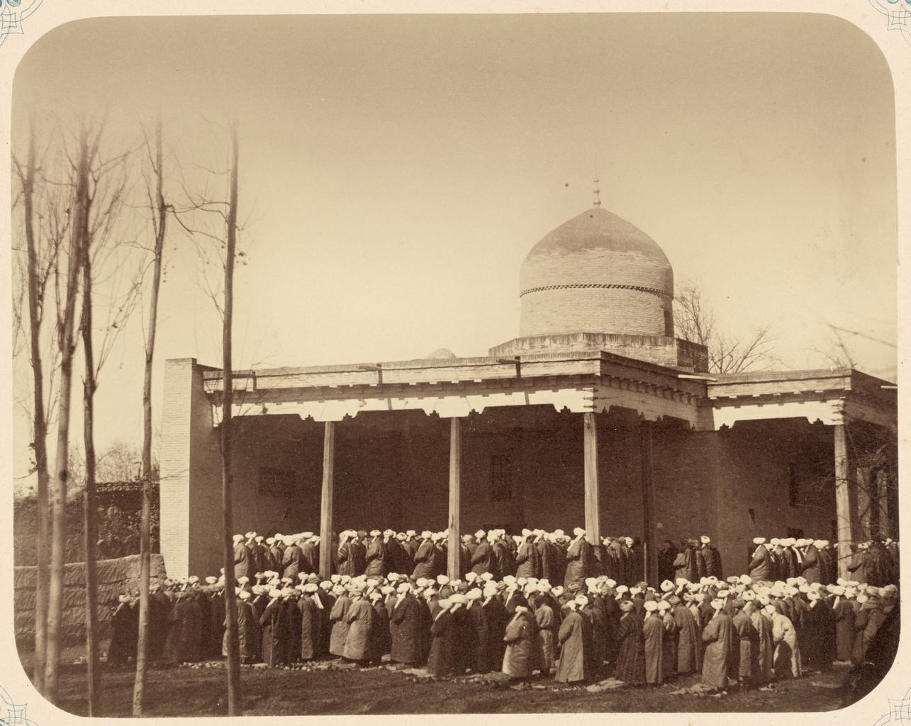 Общая молитва в годовые праздники и должностные лица при мечетях. Ид намаз. В Ташкенте в мечети Шейхантаура