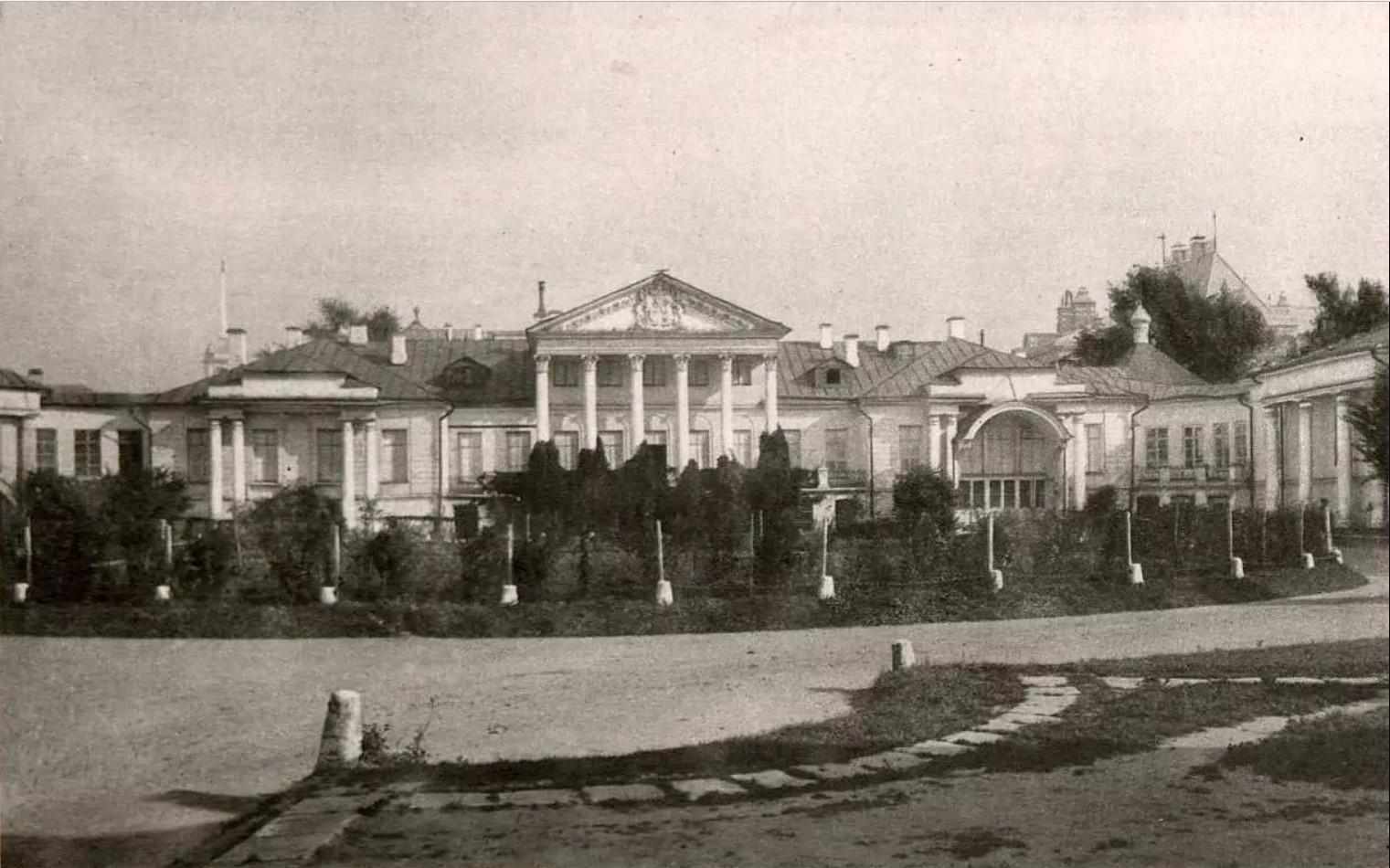 Поварская улица. Усадьба Соллогуба
