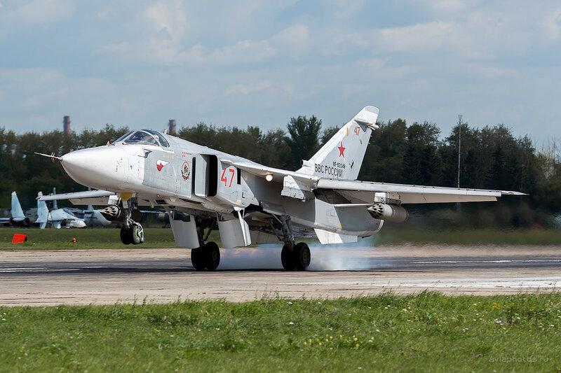 Сухой Су-24М (RF-92249 / 47 красный) D800003a
