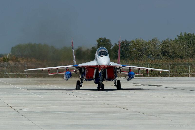 Микоян-Гуревич МиГ-29УБ (07 синий) D807726