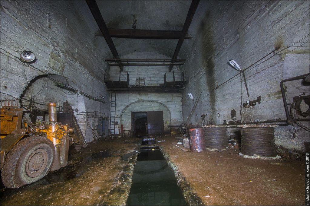 3 Когда-то станция включала в себя целый комплекс подземных цехов по ремонту и обслуживанию техники.