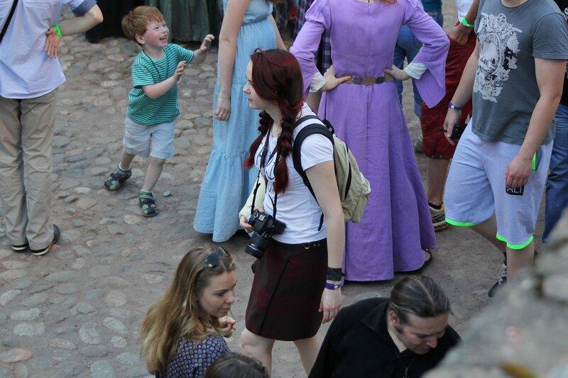 девушка с фотоаппаратом на фестивале «Майское дерево 2014»