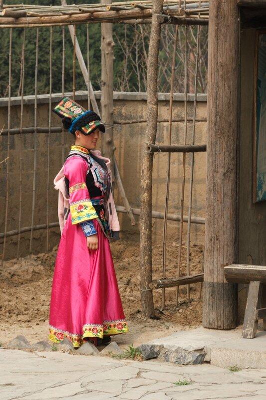 Девушка в костюме народности салар, Парк национальностей, Пекин