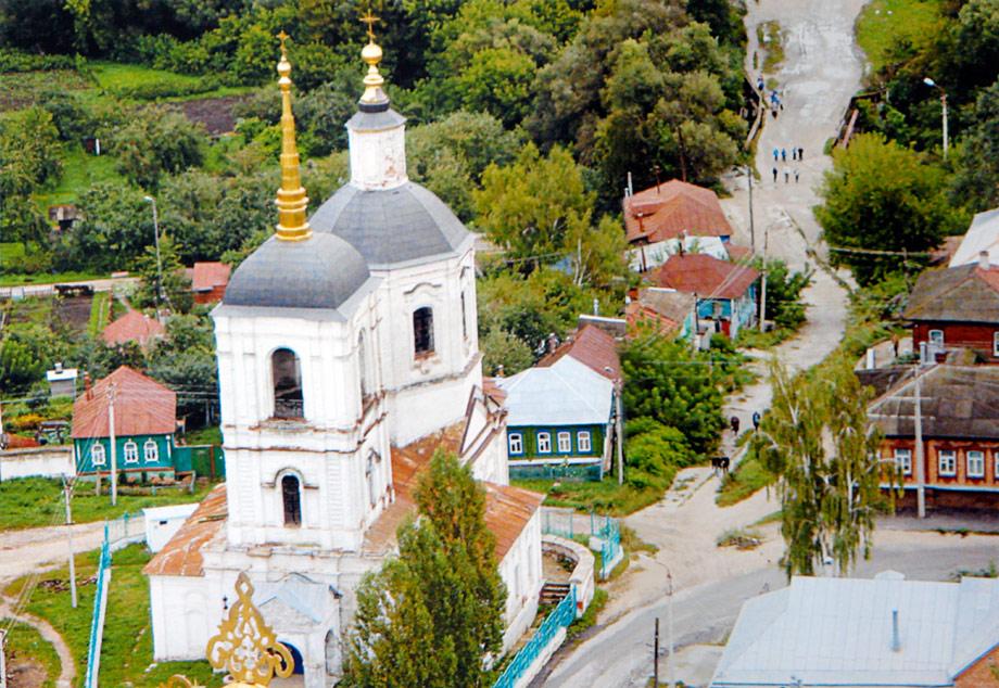 Вид на Введенскую церковь с кровли Вознесенского собора