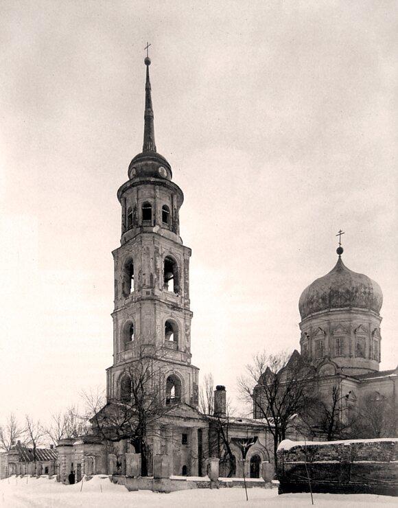 Вид на Покровскую церковь с Соборной улицы