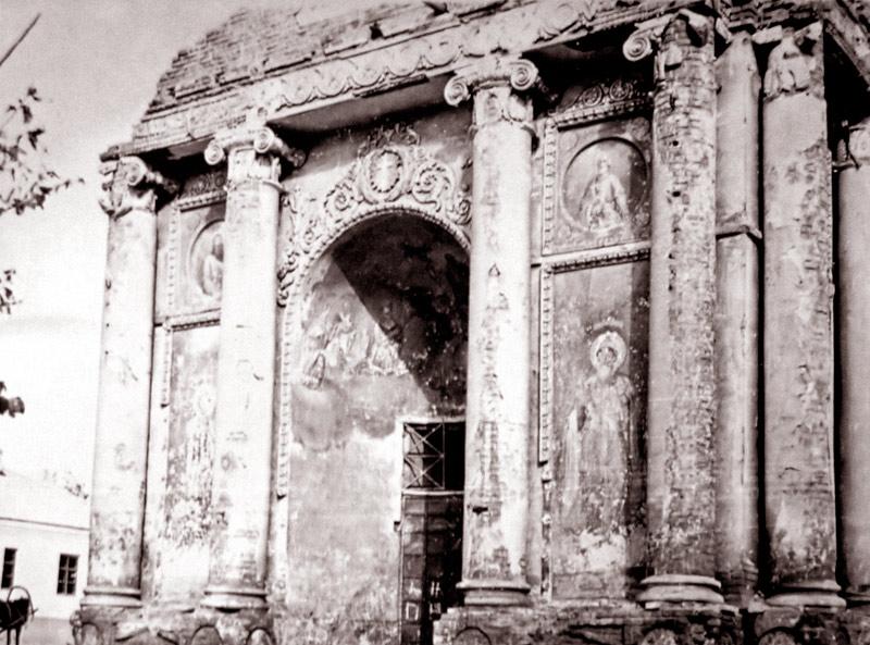 Нижняя часть колокольни Владимирской церкви