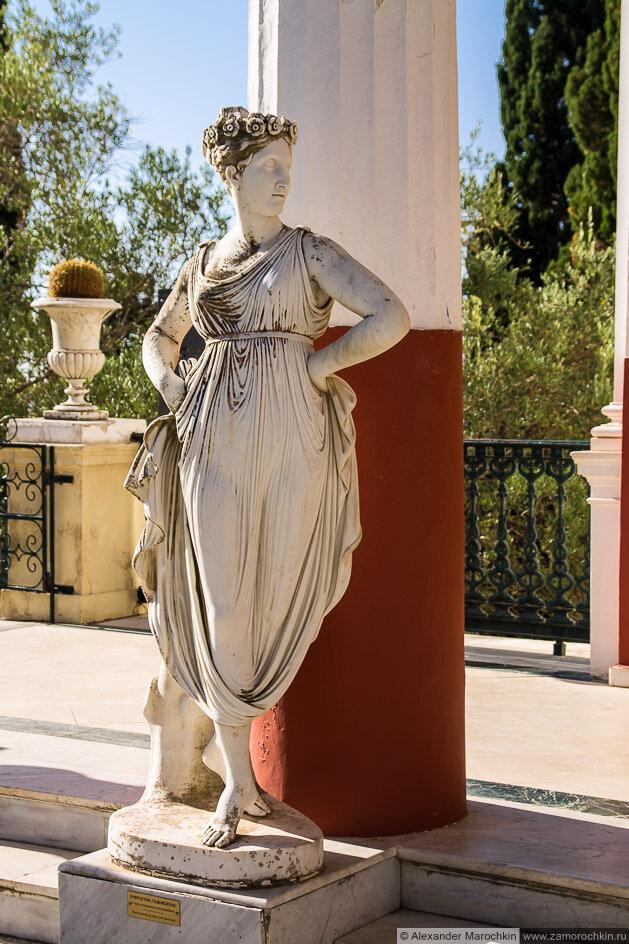 Скульптура в Ахиллеоне. Женский портрет