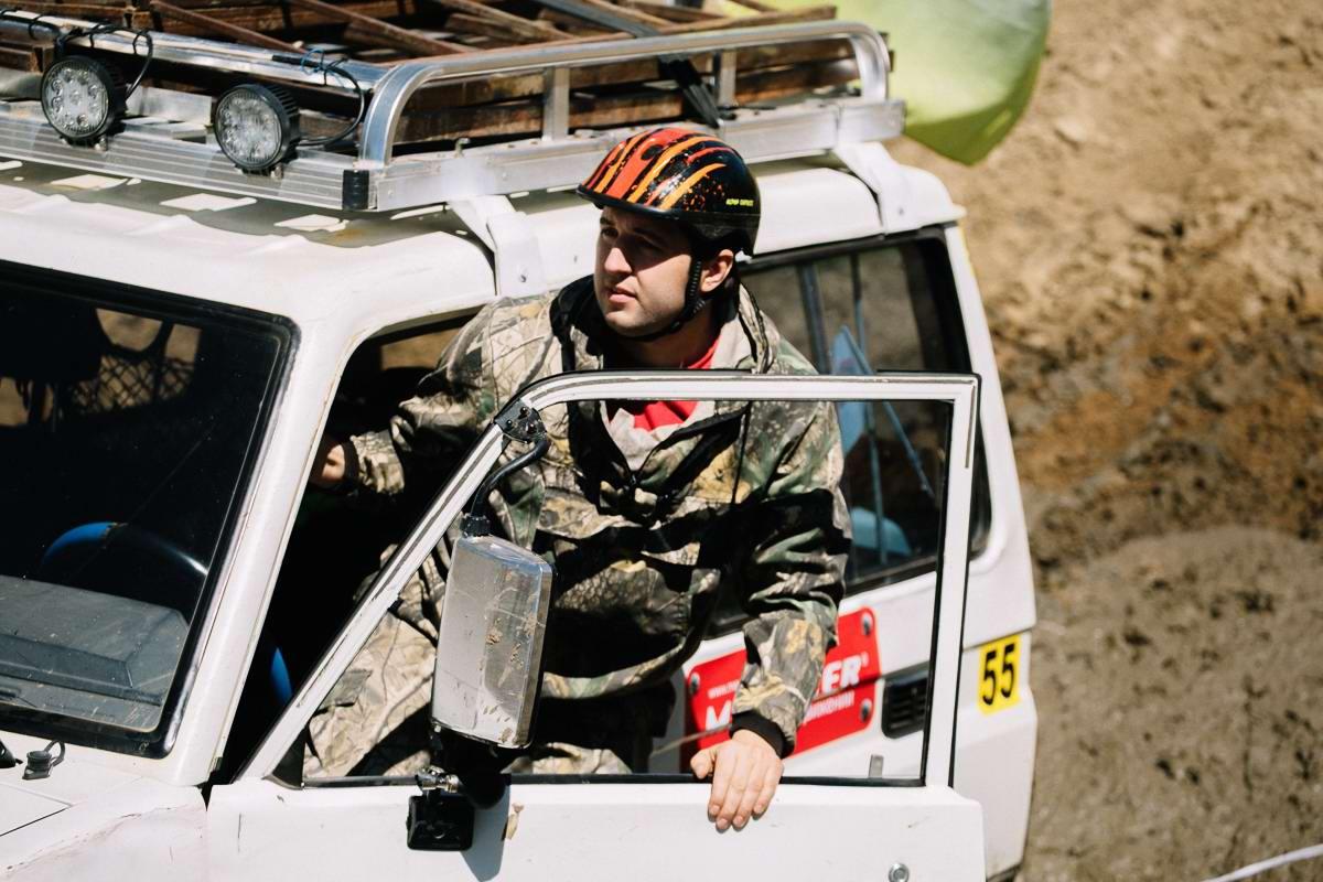 Джипы на танковом полигоне: гонки на выживание (13)