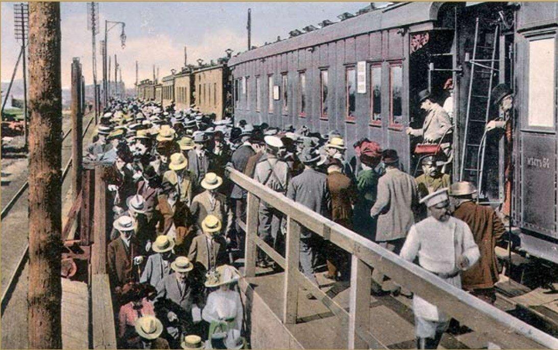 Дачный поезд на станции Рига-II