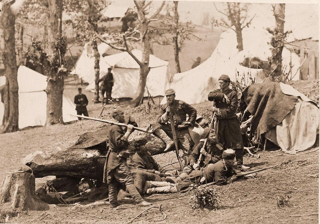 Группа пластунов-охотников [бойцов грузинской дружины] - в походном лагере