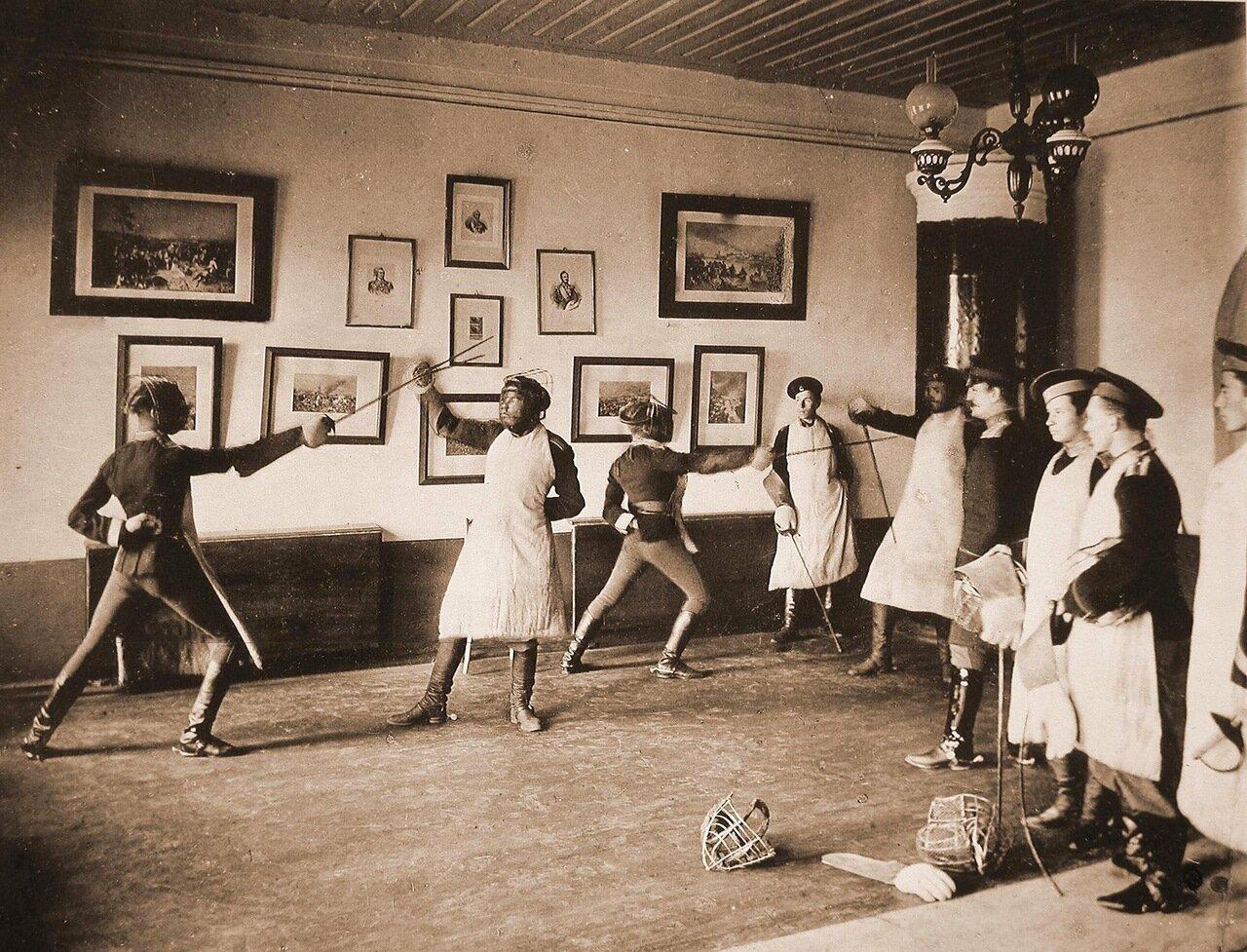08. Группа юнкеров во время занятий фехтованием