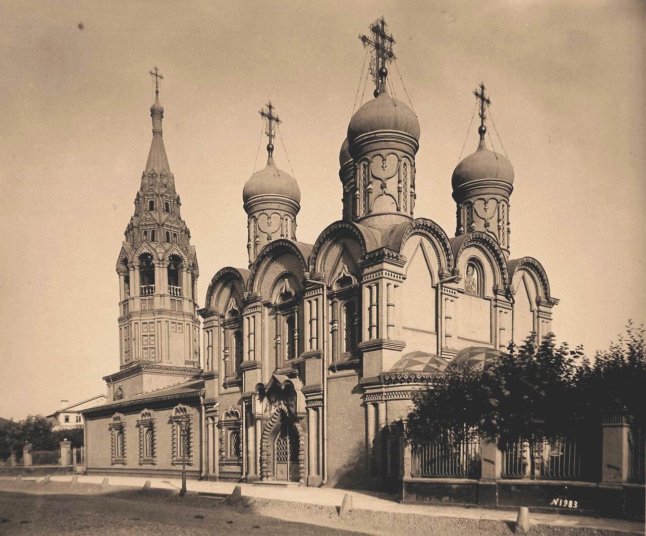 Вид церкви Косьмы и Дамиана в Садовниках.
