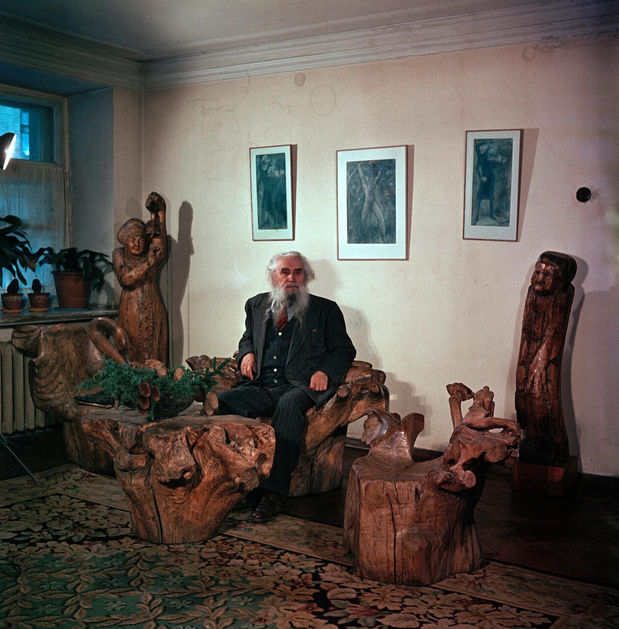 Скульптор Сергей Тимофеевич Конёнков. 1953
