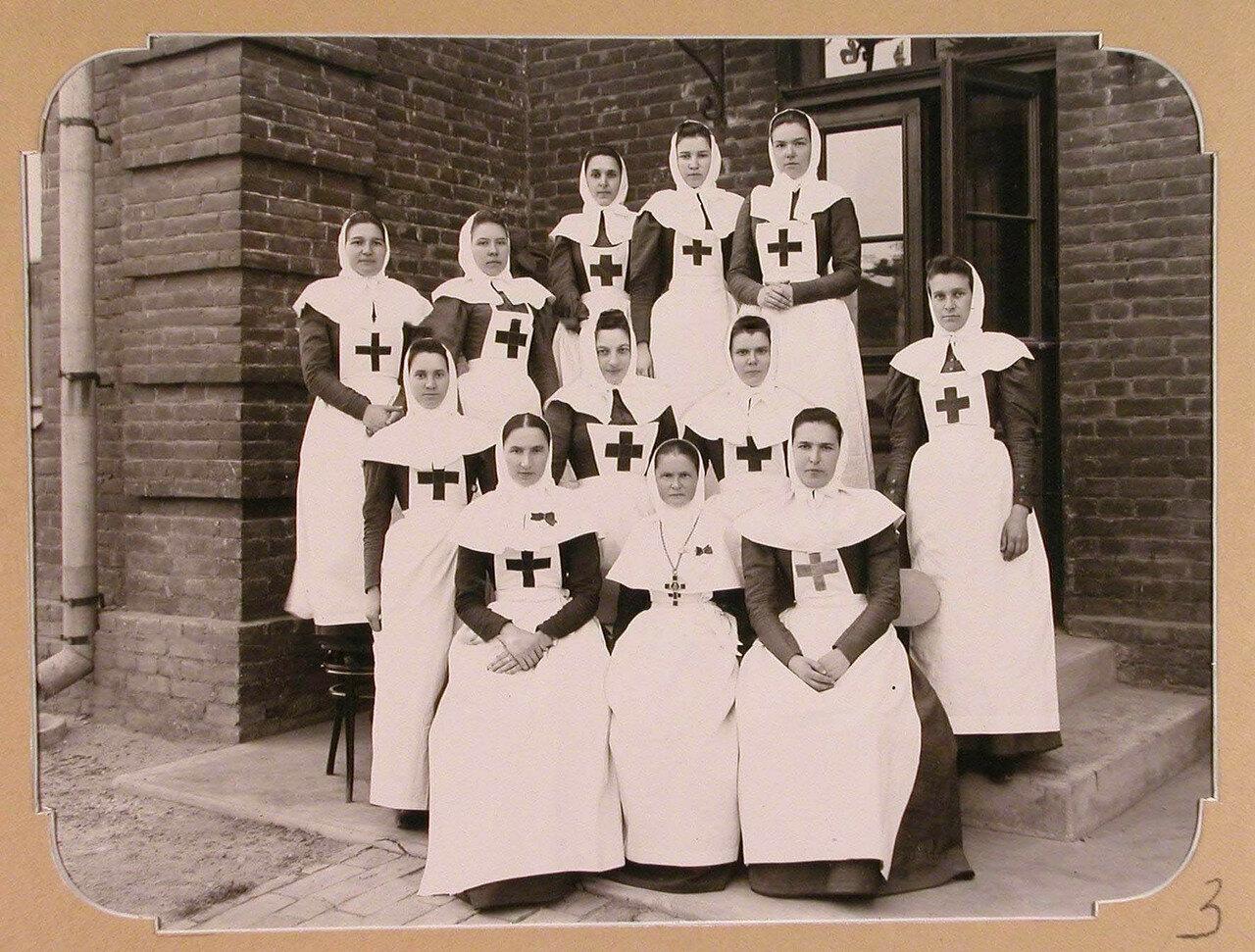 03. Отряд сестер милосердия из Москвы, предназначенный для плавучего госпиталя, организованного на пароходе «Царица». Одесса. 1900