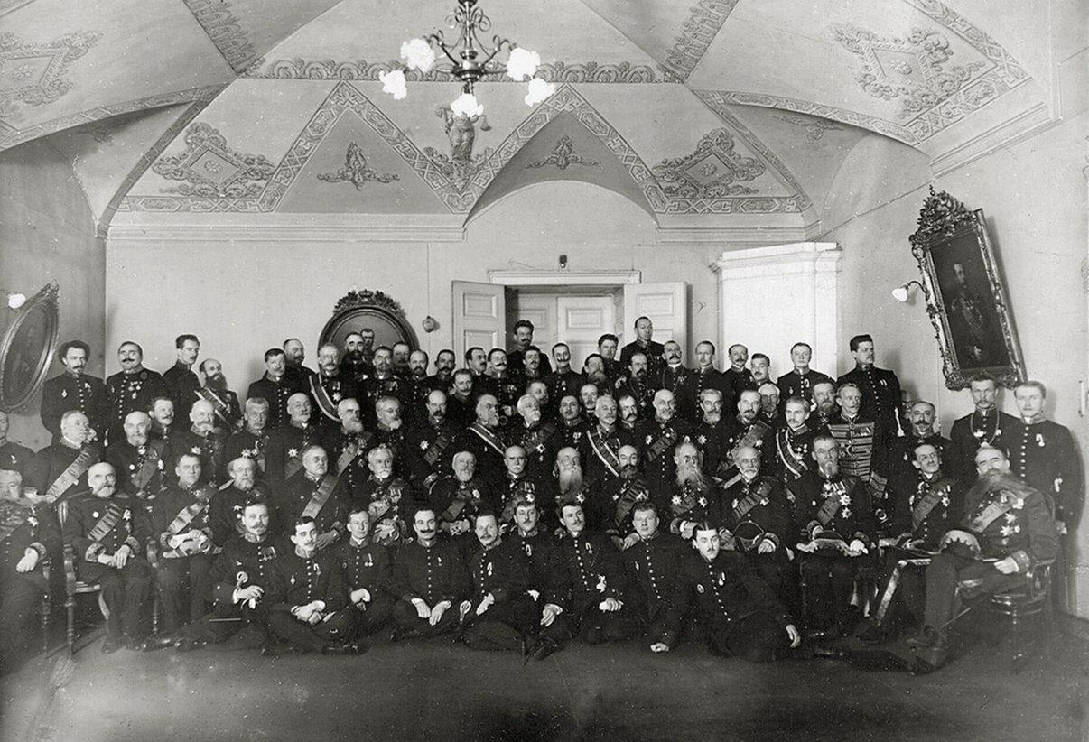 Правительствующий Сенат. Группа сенаторов в зале заседаний. 1914