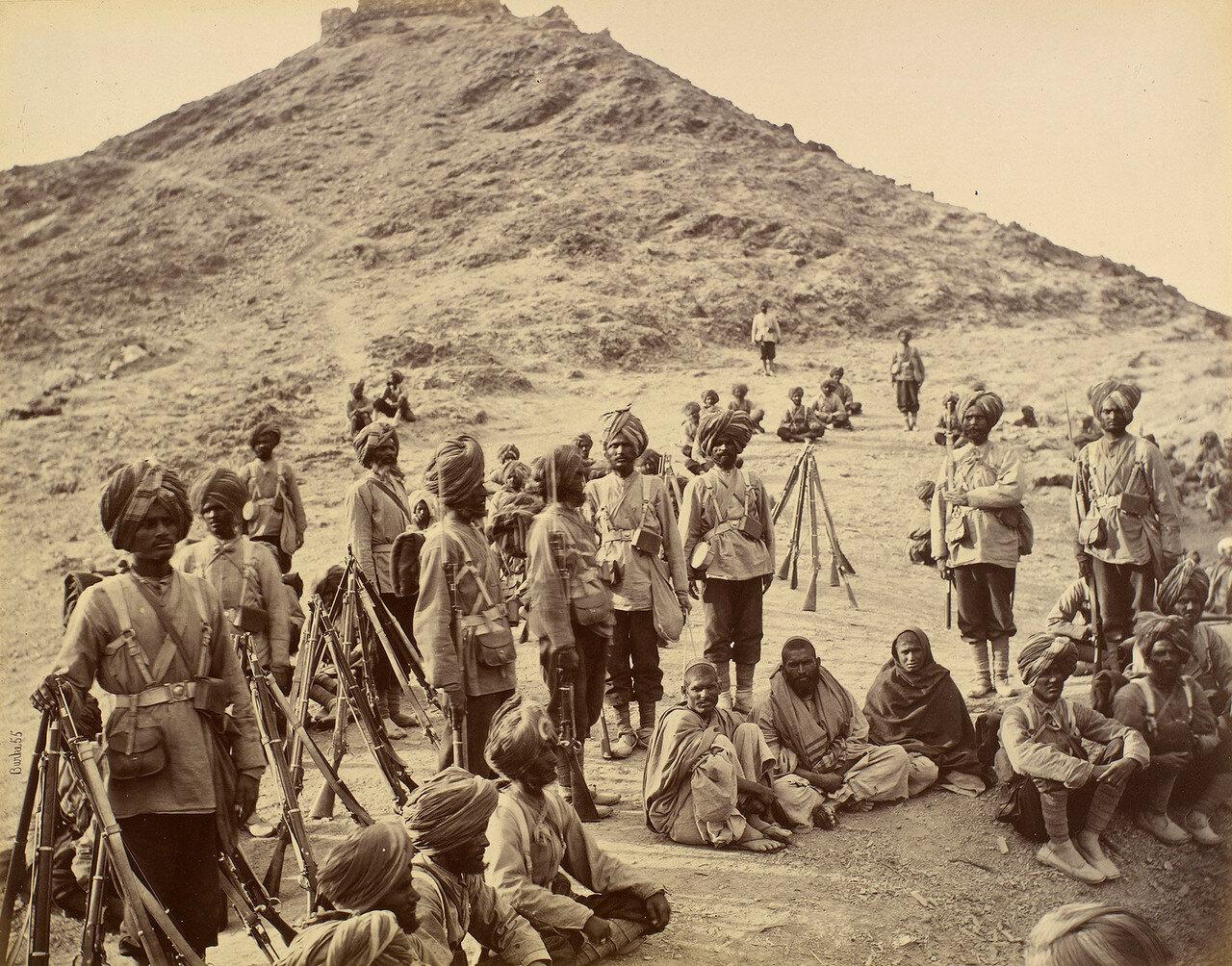 Афганские военнопленные в сопровождении 45-го пехотного полка (сикхи Раттрея)
