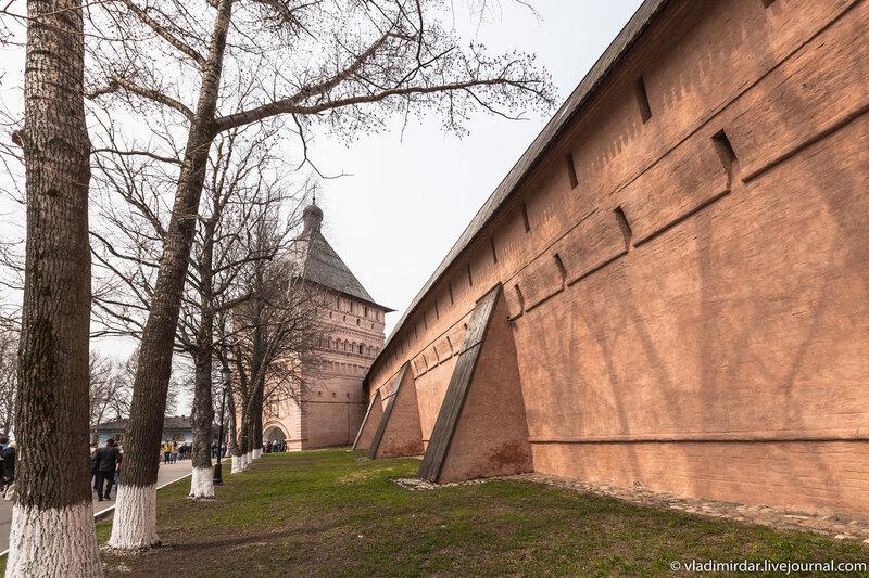 Стены Спасо-Евфимиева монастыря в Суздале
