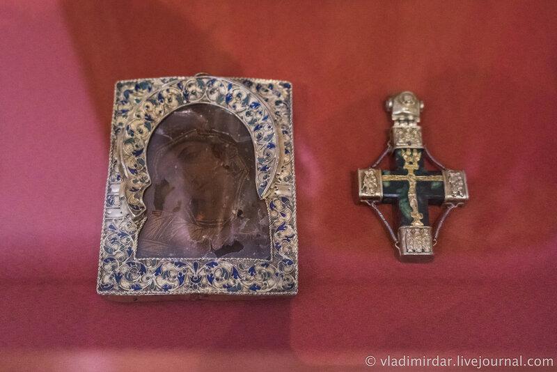 Икона Богоматери «Умиление» (Игоревская) и крест Корсунский. Новгород. XVI в.