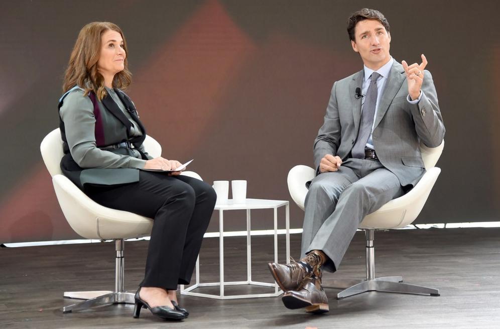 На бизнес-форум «Блумберг» и интервью с Мелиндой Гейтс для Goalkeepers 2017 Трюдо пришел в носках с