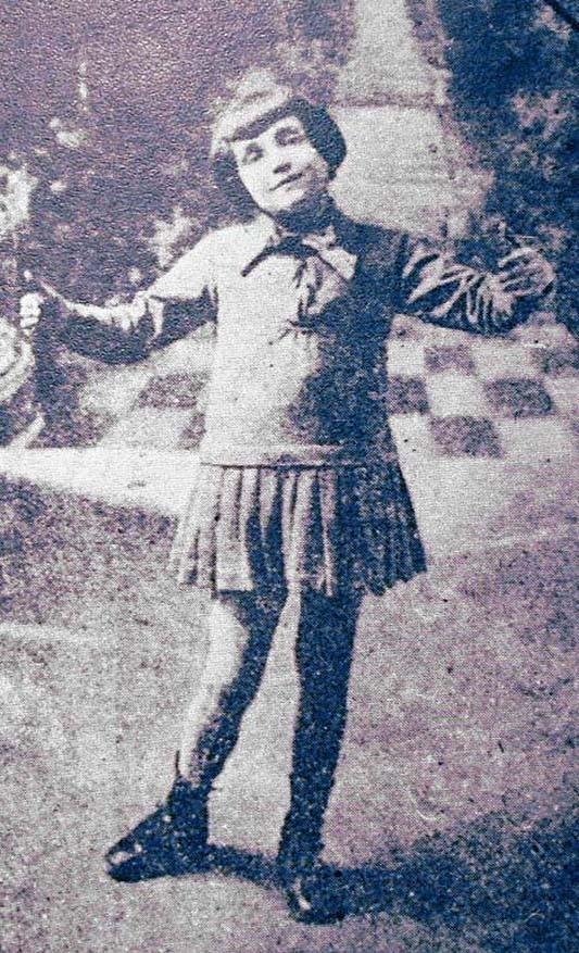 3. Как только отец Эдит — Луи Гасьон — узнает об этом, он сразу же отправляет девочку на воспитание