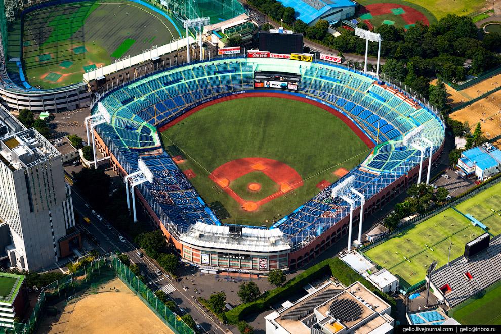 39. Спортивный комплекс Yoyogi National Gymnasium был построен в районе Сибуя в 1961-64 годах к перв