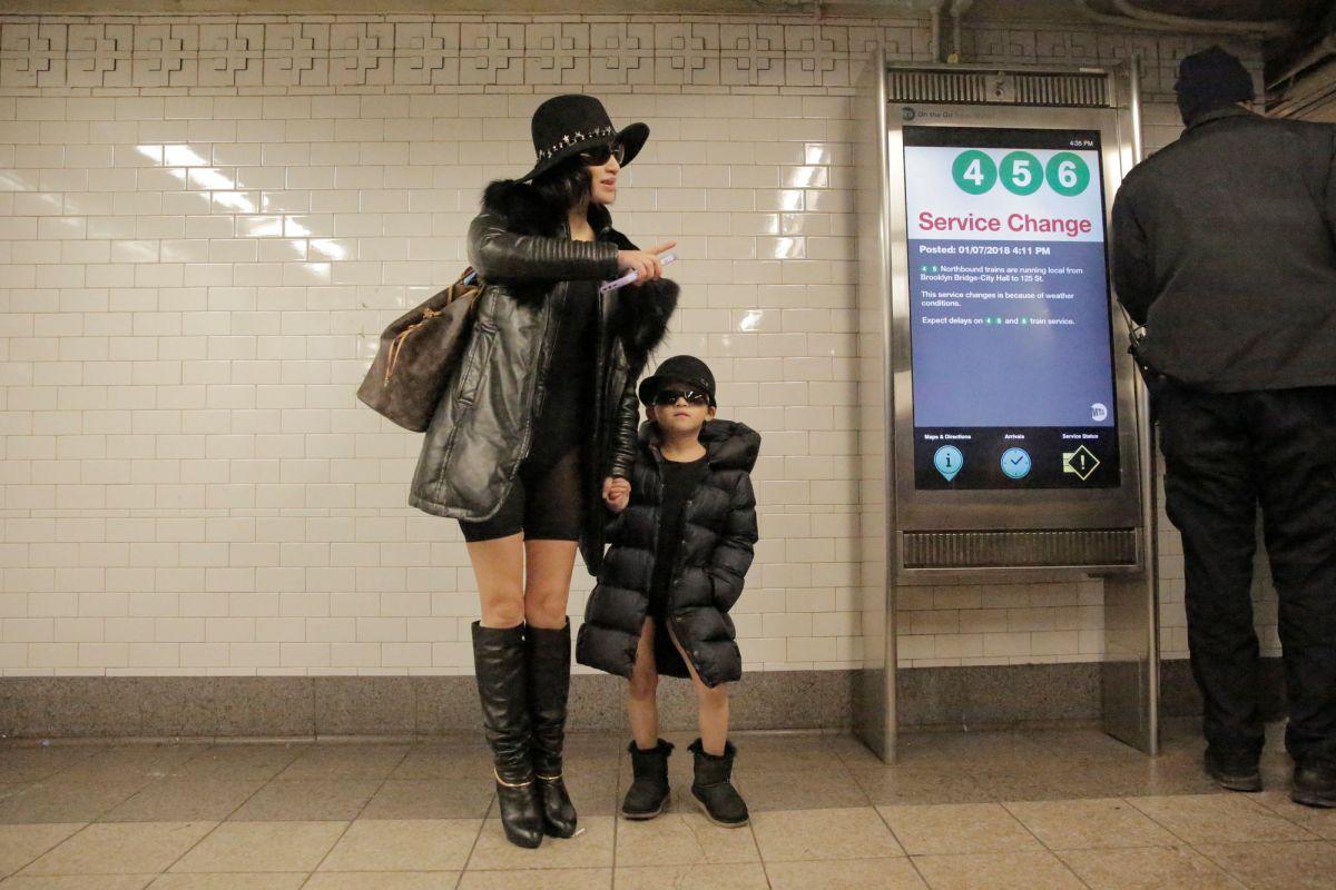 Эта жительница Нью-Йорка демонстрирует универсальность флешмоба для всех возрастов.