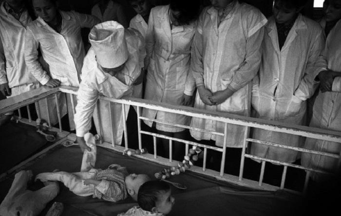 Практика студентов педиатрического факультета на территории университетской больницы. СССР, 28 октяб
